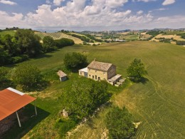 OLD COUNTRY HOUSE IN PANORAMIC POSITION IN LE MARCHE Farmhouse to restore with beautiful views of the surrounding hills for sale in Italy